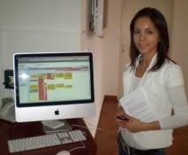 moja sekretarka pri nasom novom apple mac